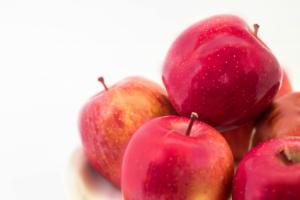 ツヤナシリンゴ