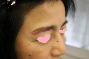 眉の描き方を解説をしている画像