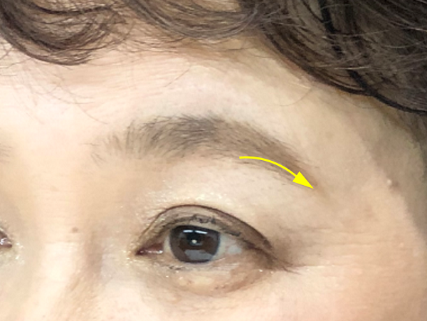 眉尻の下側のラインを描く/美キャリアラボ平井聡子