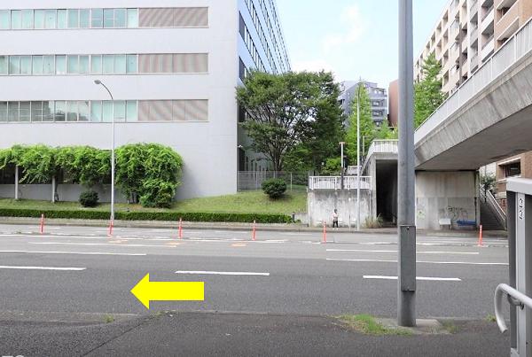 区役所通りを左へ-美キャリアラボアクセス